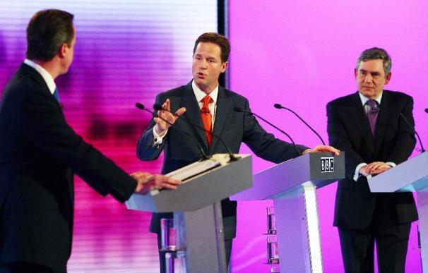 Los tres líderes redoblan esfuerzos por convencer a un electorado escéptico