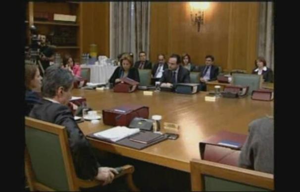 Papandréu acusa a los anteriores gobiernos de los problemas de Grecia