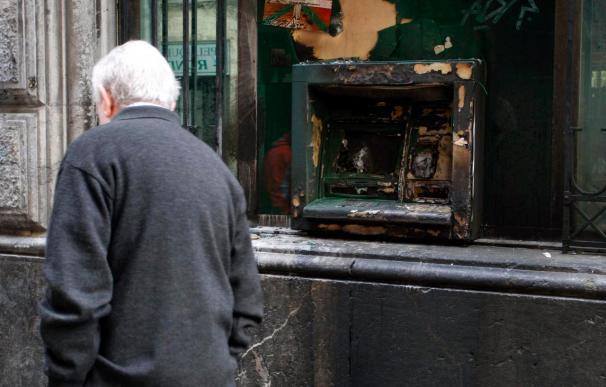 Encapuchados calcinan un cajero de la BBK en Bilbao
