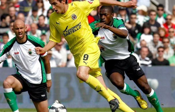 1-2. El Villarreal abre la puerta a Europa y el Racing seguirá sufriendo