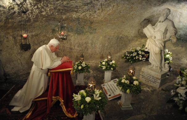Miles de personas asisten a la misa que el Papa oficia en Malta