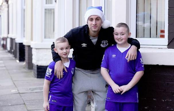 Deulofeu reparte regalos a los fans y revela por qué prefiere el Everton al Barcelona / Getty Images.