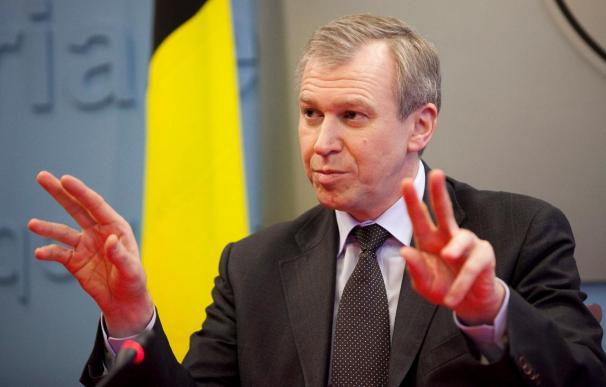 """El Rey belga deja """"en suspenso"""" su decisión sobre la dimisión del primer ministro"""