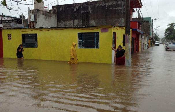 El presidente de Paraguay se compromete a dar una solución a los damnificados por las inundaciones