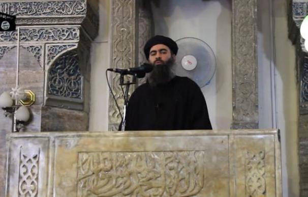 Abu Bakr al-Baghdadi, en un fotograma del vídeo, grabado en una mezquita en Mosul