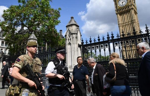 El Reino Unido sube el nivel de alerta al máximo y saca al ejército a las calles