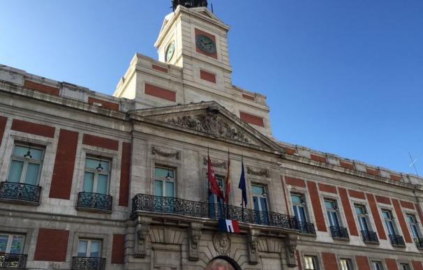 La Puerta del Sol se une al dolor por Francia