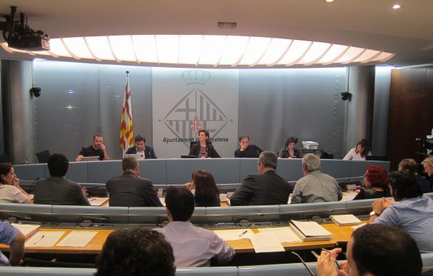 Barcelona se adhiere a la resolución independentista y apoya a los municipios investigados