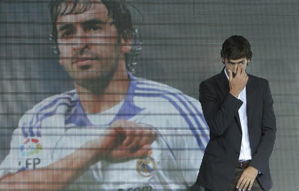 Raúl se despide del Real Madrid en un emotico acto en el Bernabeu