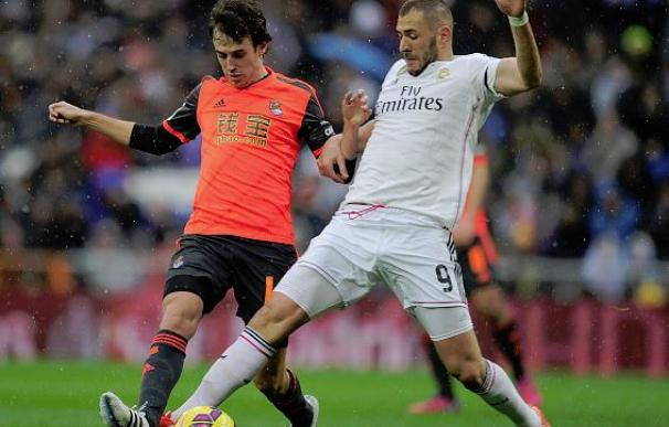 La polémica: Jonathas reclama un penalti y el árbitro le da dos inexistentes al Madrid / Getty Images.
