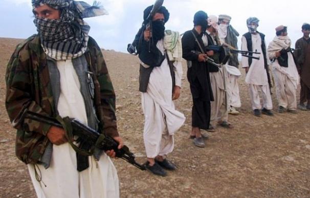 Varios insurgentes talibanes en una zona remota de Afganistán /AFP