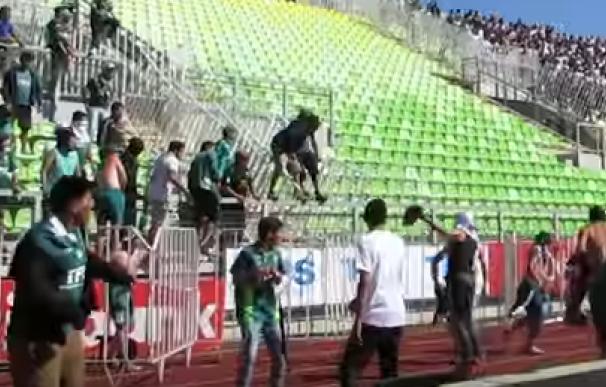 Batalla campal entre las hinchadas del colo Colo y el Santiago Wanderers/Youtube