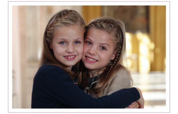 La princesa Leonor y la infanta Sofía felicitan las Navidad 2015