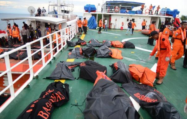 Aumentan a 63 los fallecidos en el Naufragio de Indonesia