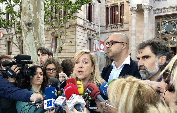 """La AMI pide no habituarse a """"hechos inadmisibles"""" como que se pueda juzgar a Forcadell"""