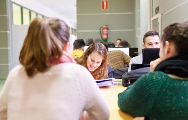 La Onubense ofrecerá el título en formato electrónico a todos su alumnado a partir de este curso