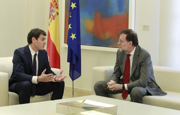 Albert Rivera y Mariano Rajo en su entrevista tras el 20-D en el Palacio de La Moncloa.