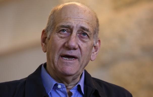Former Israeli prime minister Ehud Olmert delivers