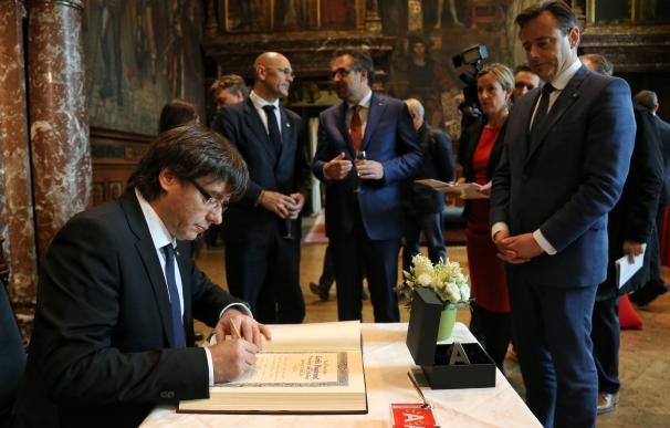 Puigdemont acuerda establecer misiones empresariales conjuntas con el Gobierno de Flandes