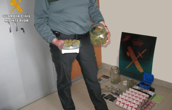 Desmantelado un punto de venta de marihuana en Baena en una actuación con tres detenidos