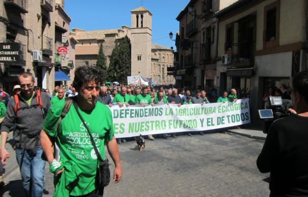 """Unas 500 personas se manifiestan en Toledo en defensa de la agricultura ecológica y contra la """"reducción"""" de las ayudas"""