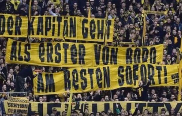 Pancartas contra Hummels tras anunciar que se quiere ir al Bayern de Munich