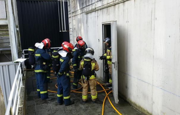 Efectivos CEIS-Rioja realizan maniobras con fuego real para mejorar operaciones de rescate en interior de edificios