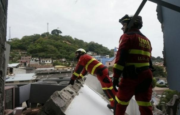 Los militares y bomberos españoles que han ayudado en las labores de rescate en Ecuador regresan hoy a Madrid