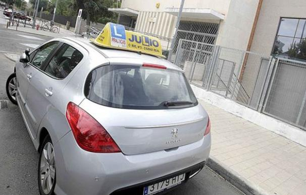 La huelga de examinadores de tráfico costará a las autoescuelas 700 millones