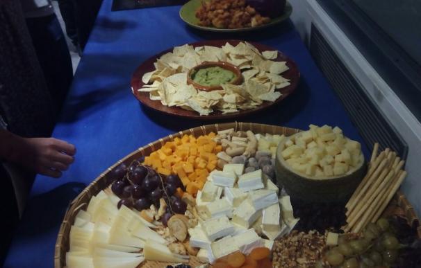 Tabla de quesos en la sede del PP