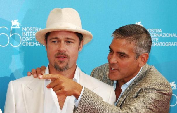 Brad Pitt cree que George Clooney es 'demasiado viejo'