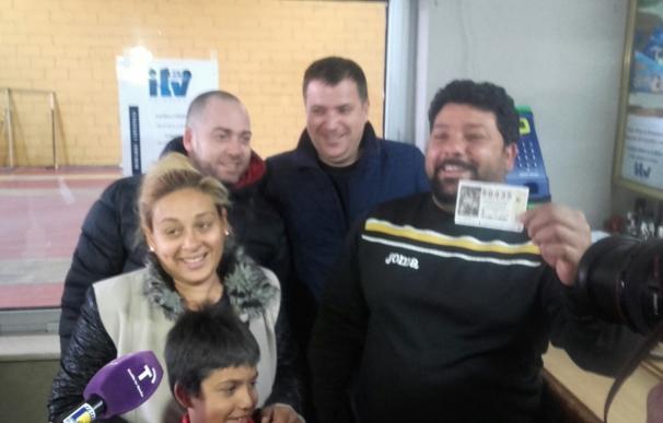 """La familia Salazar, de Cebolla, tenía 7 décimos del 59.435 con el quinto premio: """"¡Qué Navidad más buena!"""""""