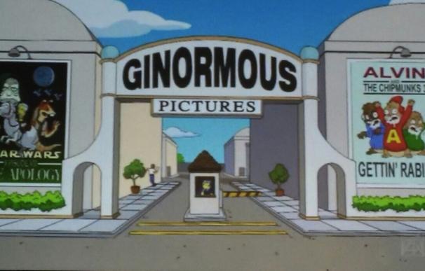 Captura del episodio donde aparecen los carteles de ambas películas