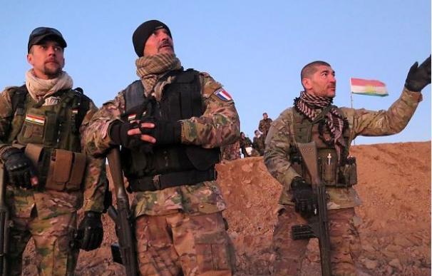 Un grupo de peshmergas en el frente de Daquq a 200 km de Bagdad / AFP