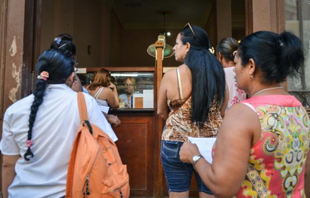 Migrantes cubanos sufren bloqueos en su camino a EEUU.