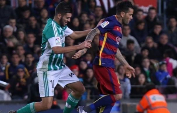El Betis, casi salvado, recibe a un Barça mejorado