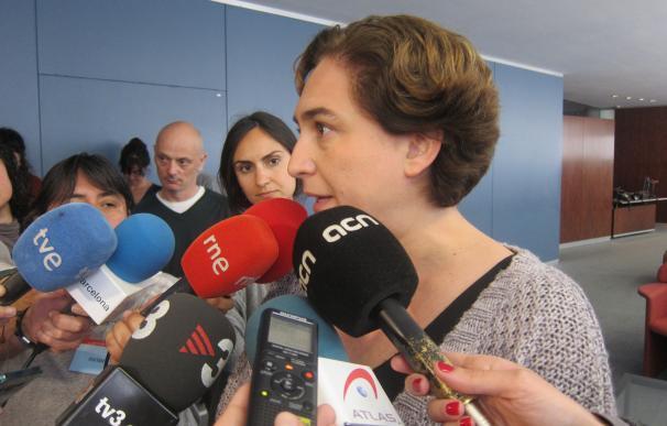 """Ada Colau aboga por """"hacer compatible"""" Can Vies con la cobertura de las vías de tren de Sants"""