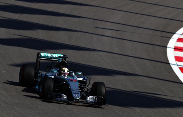 Hamilton, el más rápido en los segundos libres con Alonso décimo y Sainz undécimo