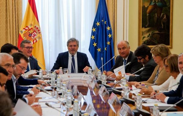 Méndez de Vigo cita a las CC.AA el 13 de mayo para debatir sobre 'reválidas' de Secundaria, pero no de Primaria