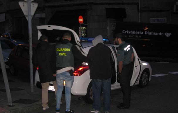 La Guardia Civil detiene a un vigués como presunto autor de más de cien robos en coches en la provincia de Pontevedra