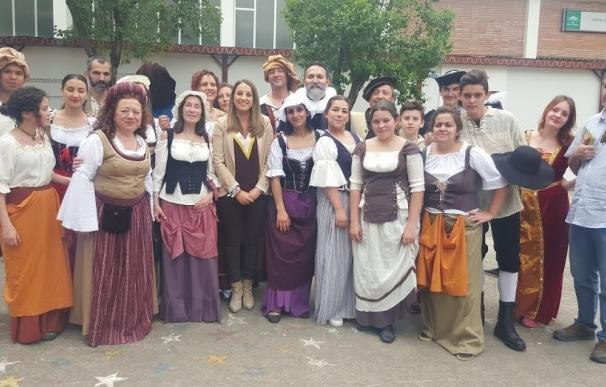 La Junta asiste a la representación de la obra 'El Huésped del Potro' en el IES Galileo Galilei