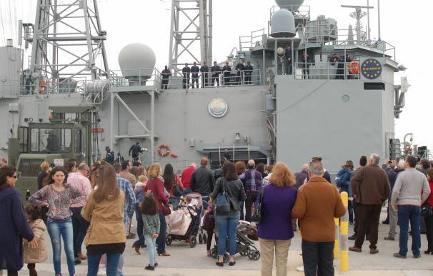 La fragata 'Santa María' pone rumbo al océano Índico para integrarse en la 'Operación Atalanta'