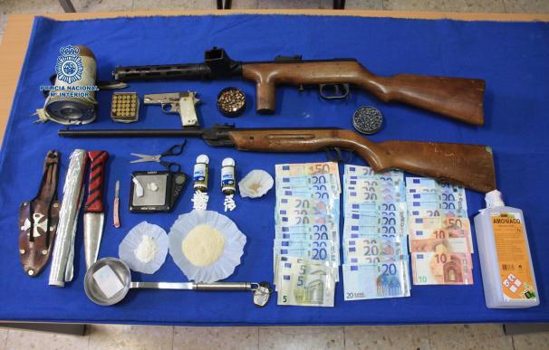 Desmantelados dos puntos de venta de droga en una operación policial en Los Colorines de Badajoz