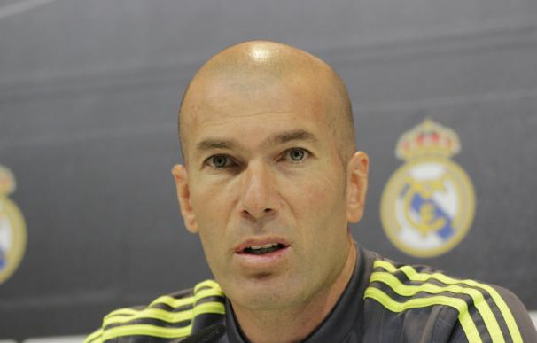 """Zidane: """"Isco y James son dos jugadores que pueden jugar más y a lo mejor deberían hacerlo"""""""