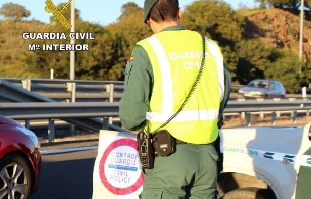 Detenido un conductor sin puntos del carné al intentar evadir un control de la Guardia Civil en Lepe