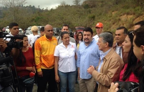Líderes opositores se trasladan a Ramo Verde para recabar la firma de Leopoldo López contra Maduro