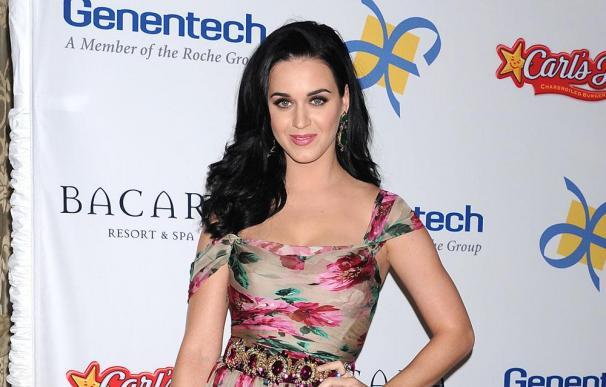 Katy Perry usa fajas para lucir sus vestidos