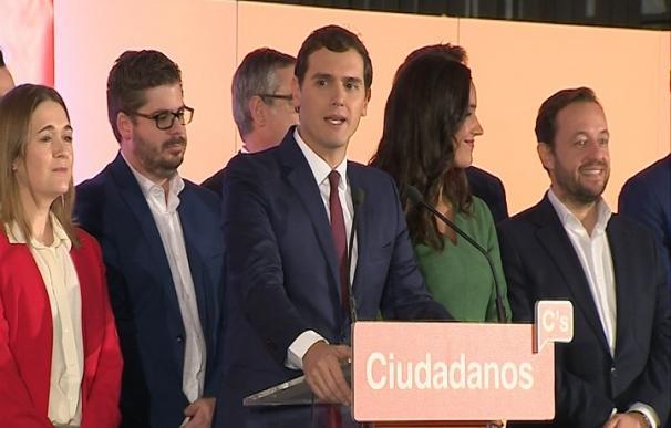 Rivera ofrece su abstención para que el PP gobierne en minoría y pide al PSOE que haga lo mismo
