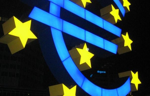 El euro se aproxima a mínimos de doce años al perder los 1,08 dólares