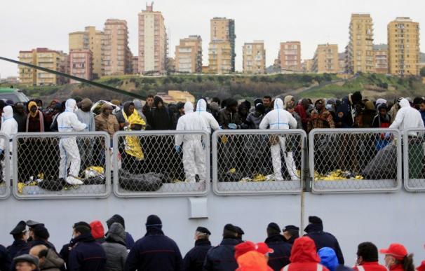 Lampedusa se colapsa tras la llegada masiva de inmigrantes